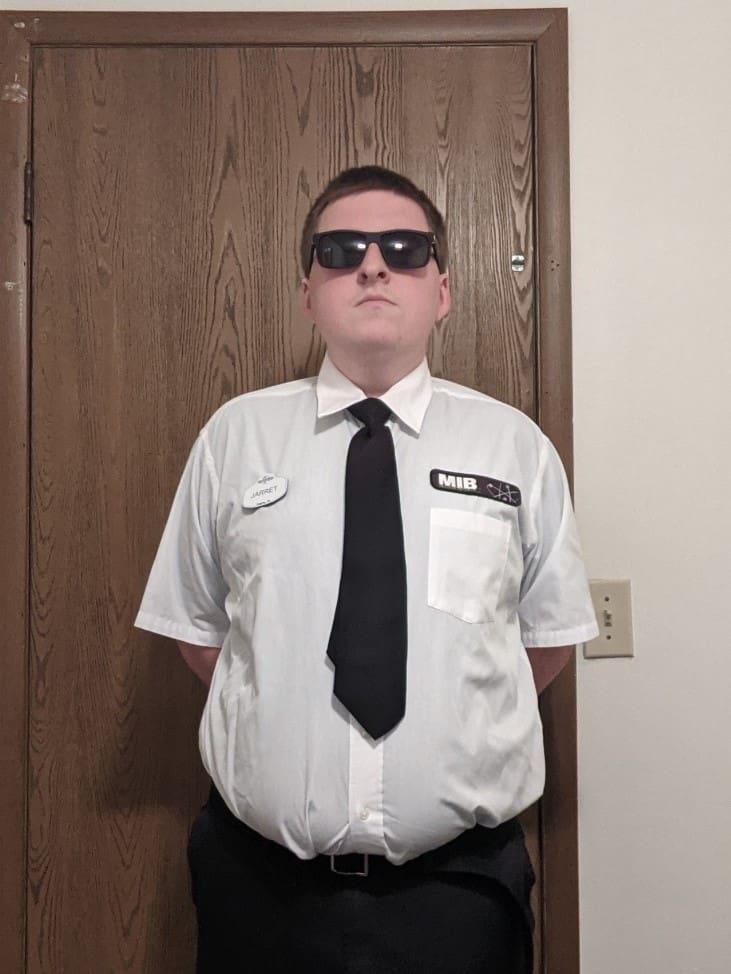 Jarret wearing the Men in Black: Alien Attack uniform